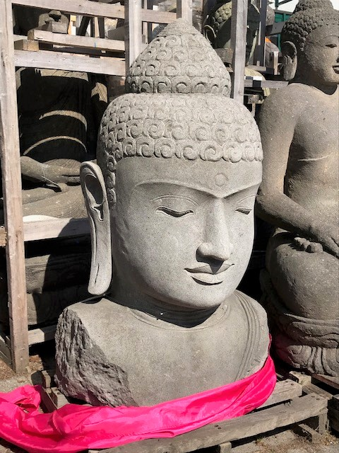 große Buddhabüste