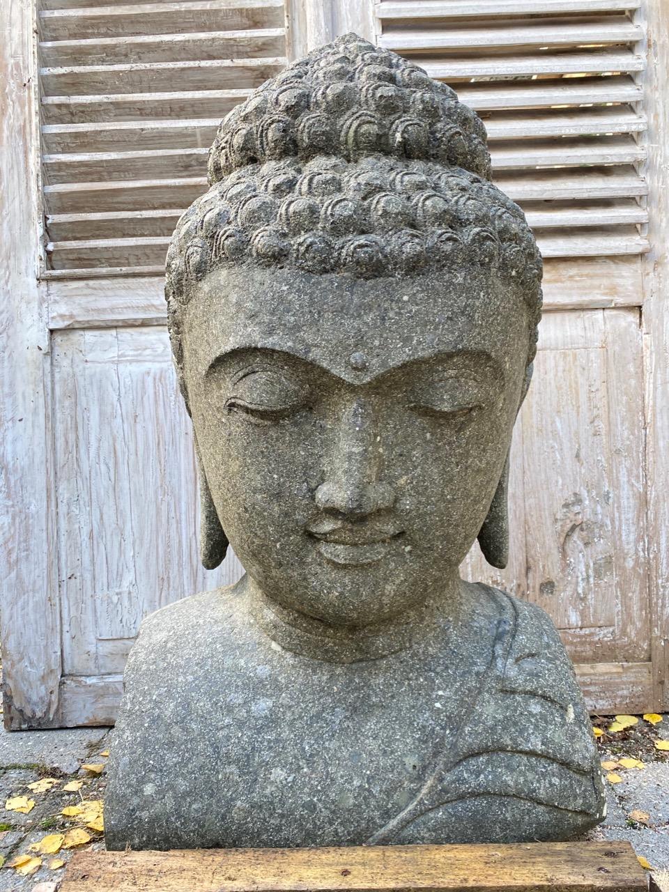 schöne Buddhabüste aus Stein