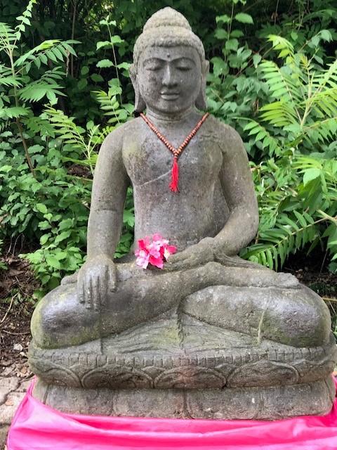 Buddhastatue Riverstone für den Garten