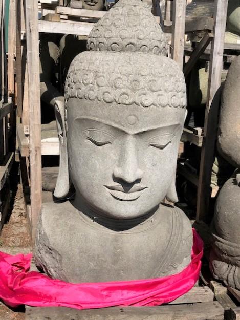 weisse Buddhabüste Steinfigur