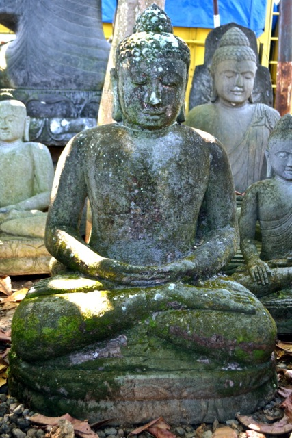 Monsoon Buddha Steinstatue