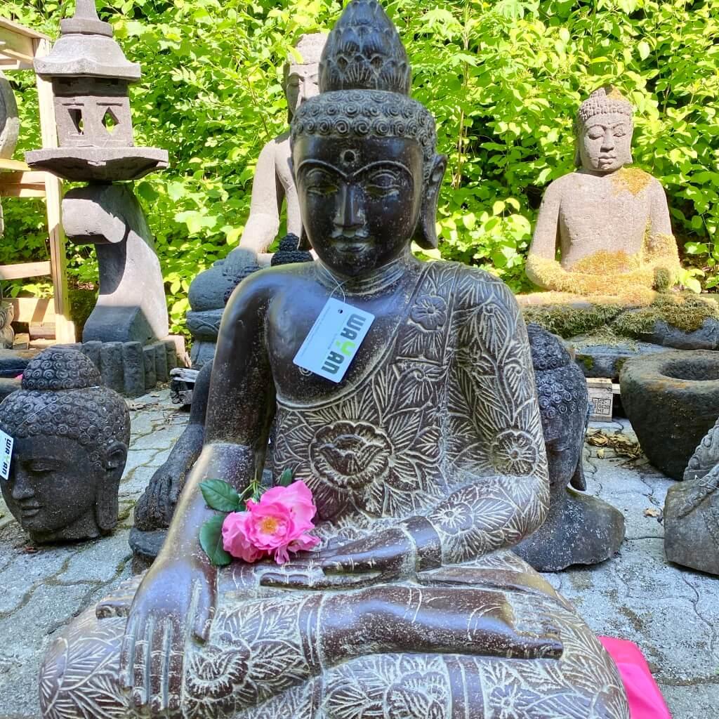 Buddhastatue Flussstein 84 cm