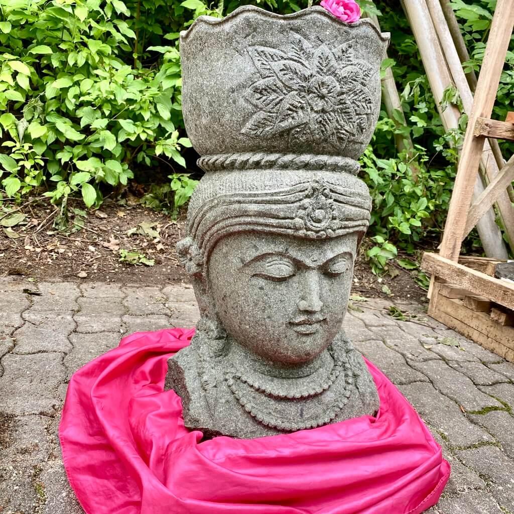 Göttin Dewi mit Pflanztopf 62 cm