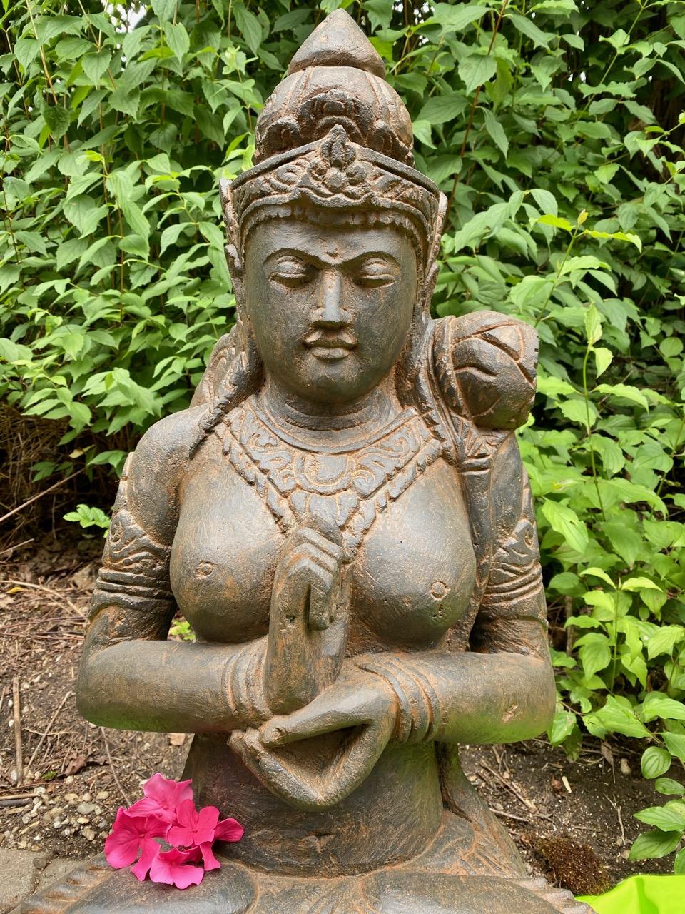 Göttin Dewi Tara aus massivem Stein