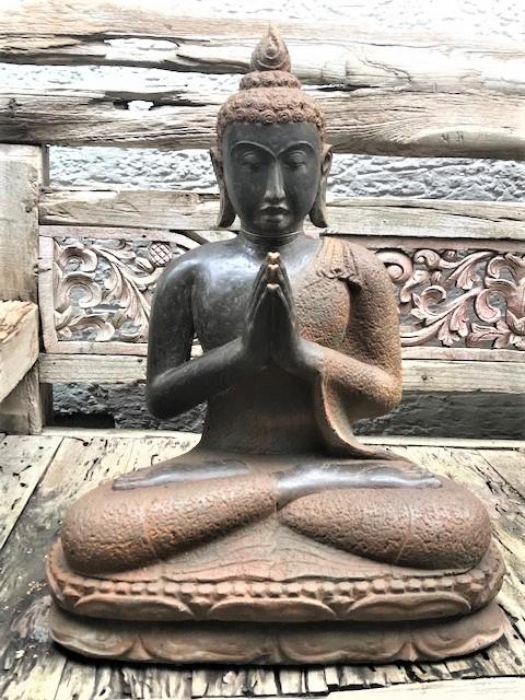 Buddhastatue Flussstein