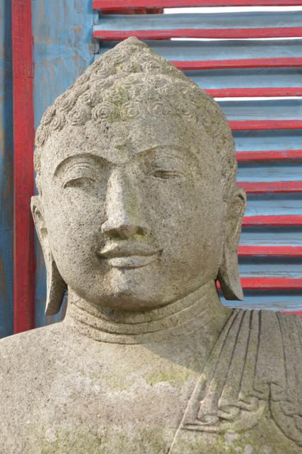 Buddhastatue aus Riverstone