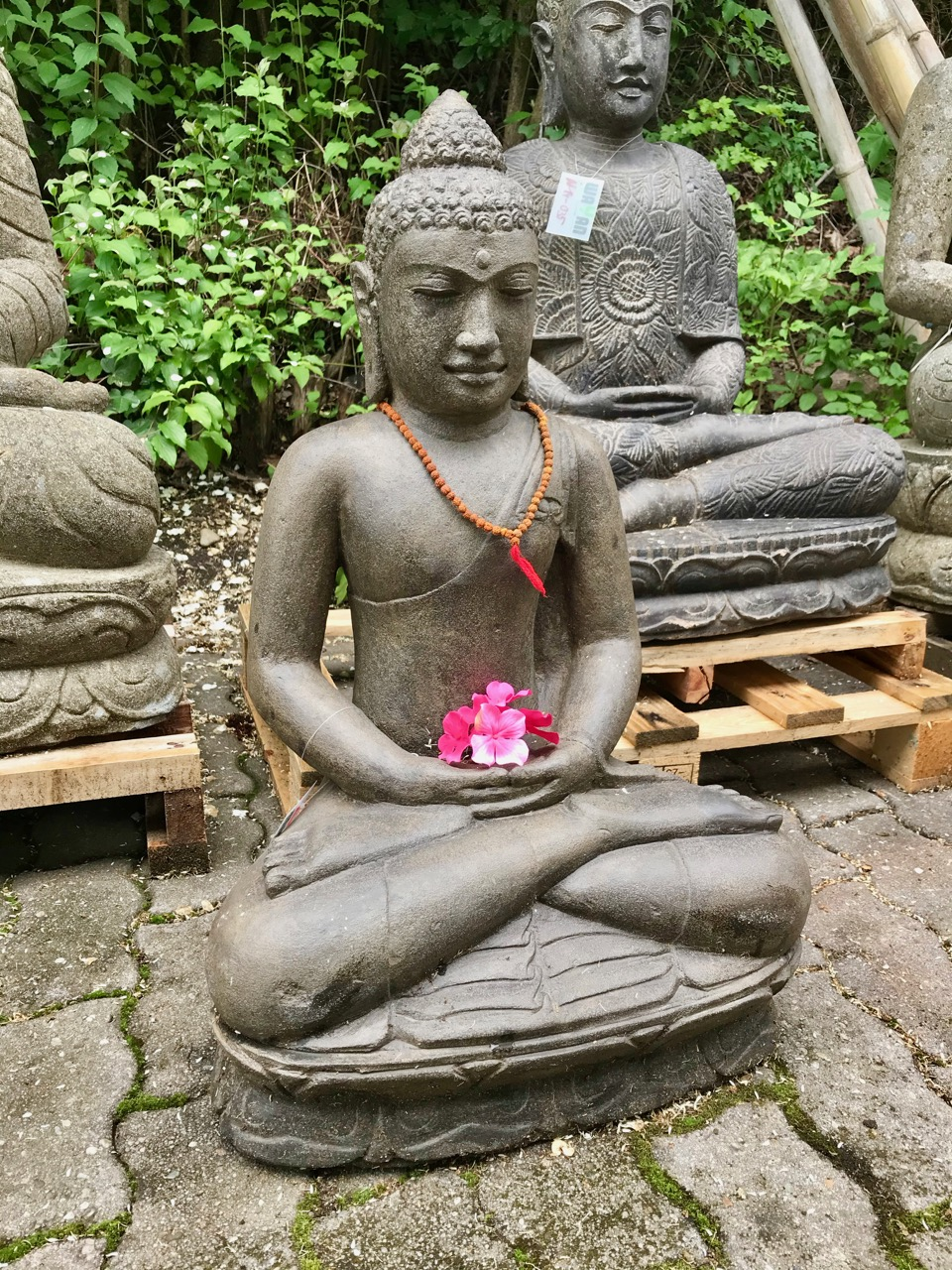 klassischer Flussstein Buddha
