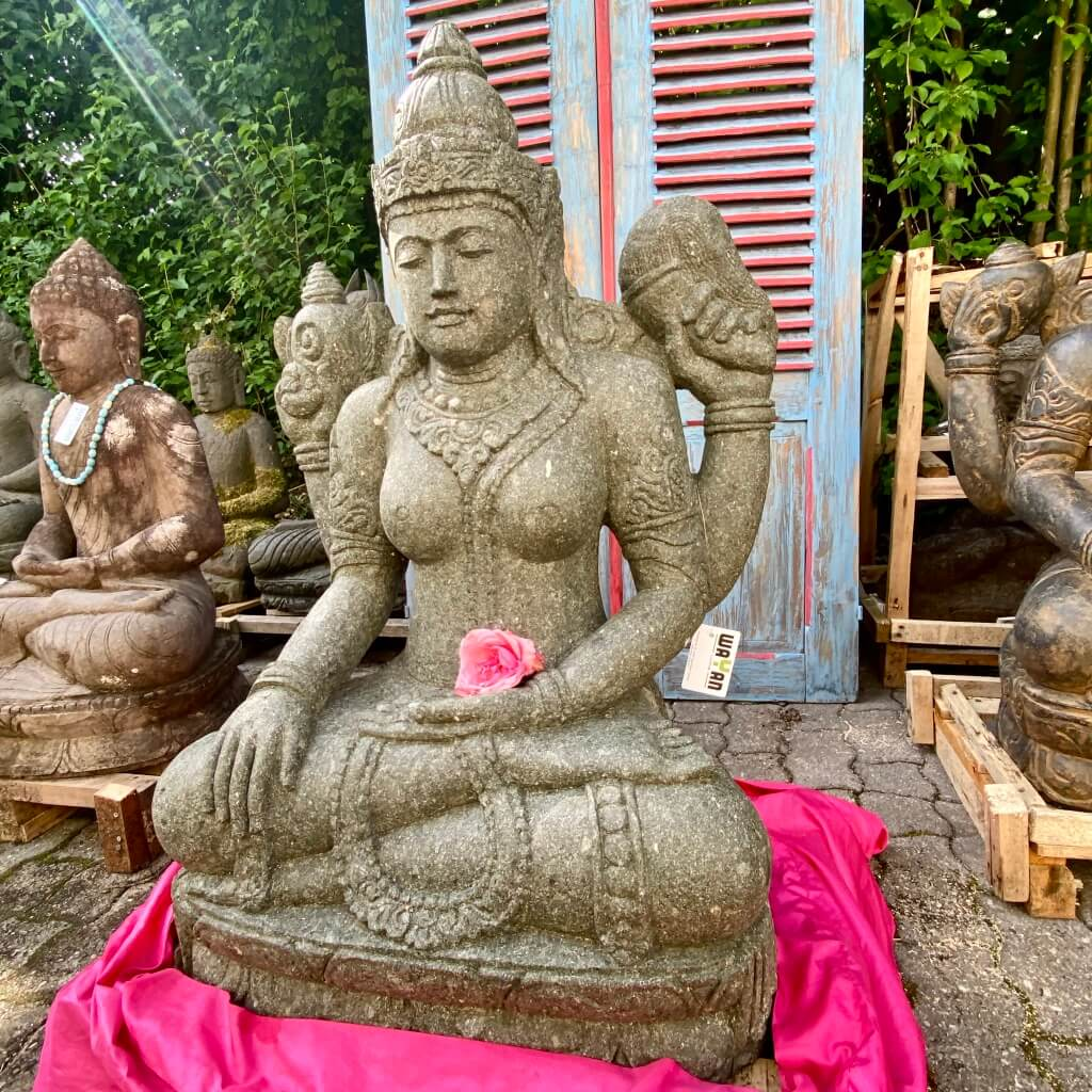 mächtige Göttin Dewi Steinfigur 101 cm