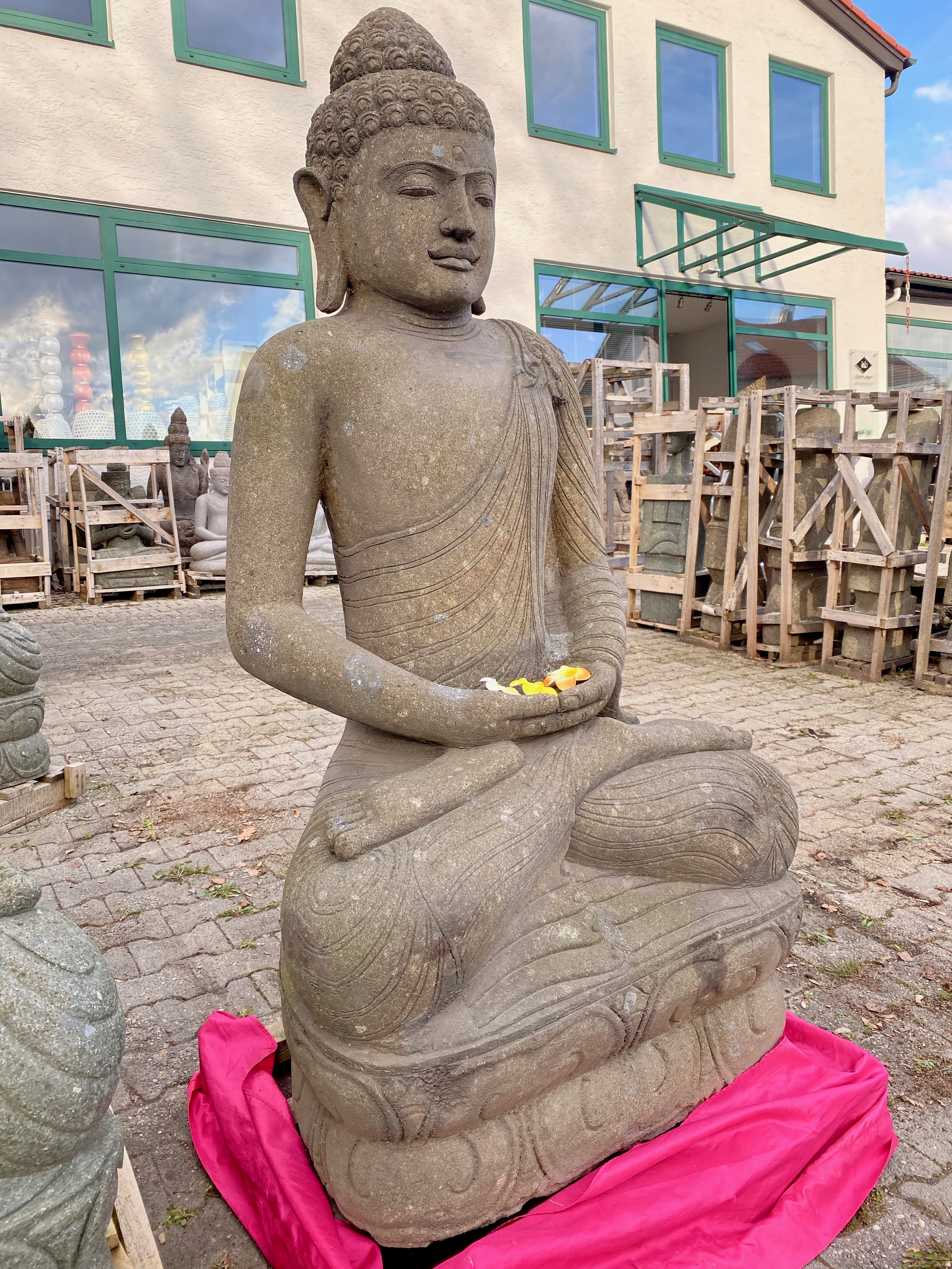 große Monsoon Buddhastatue 158 cm