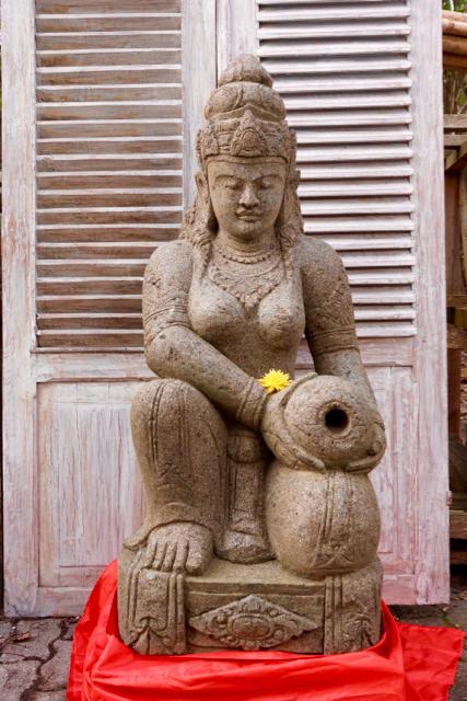 Göttin Dewi Wasserspeier Brunnenfigur