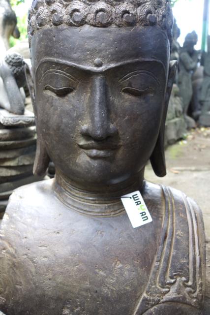 der lächelnde Buddha aus Stein
