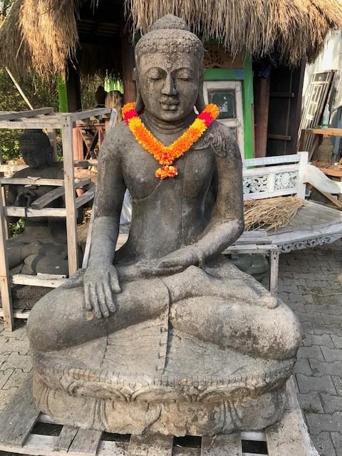 große Monsoon Buddhastatue