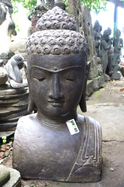 prächtige Buddhabüste aus Stein