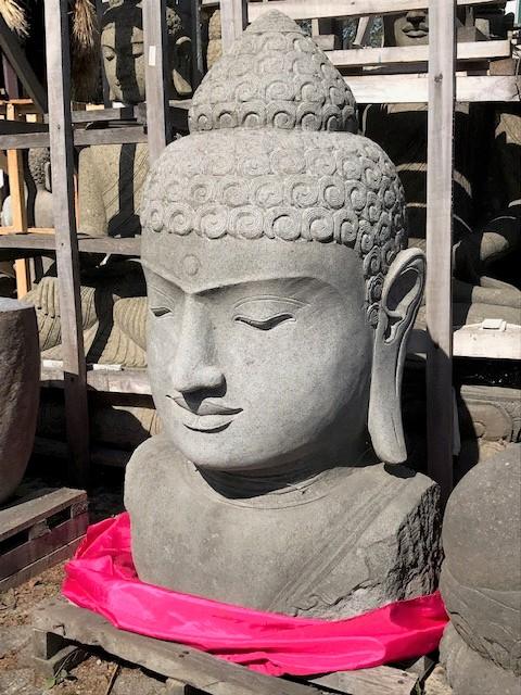 große mächtige Buddhabüste