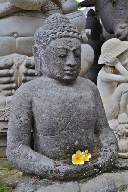 Buddha Gartenfigur aus Stein 93 cm