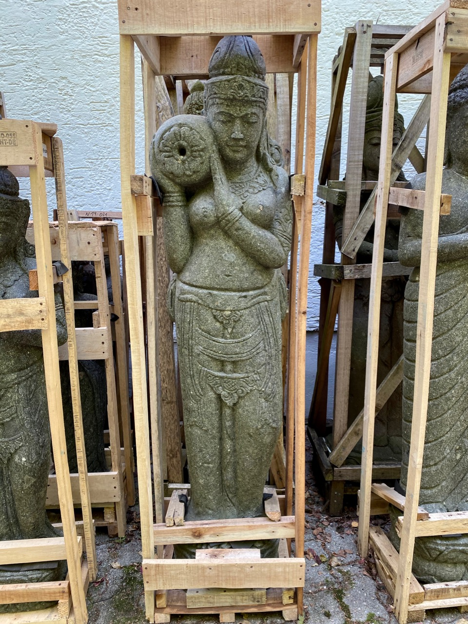 Stehende Göttin Devi Steinfiguren