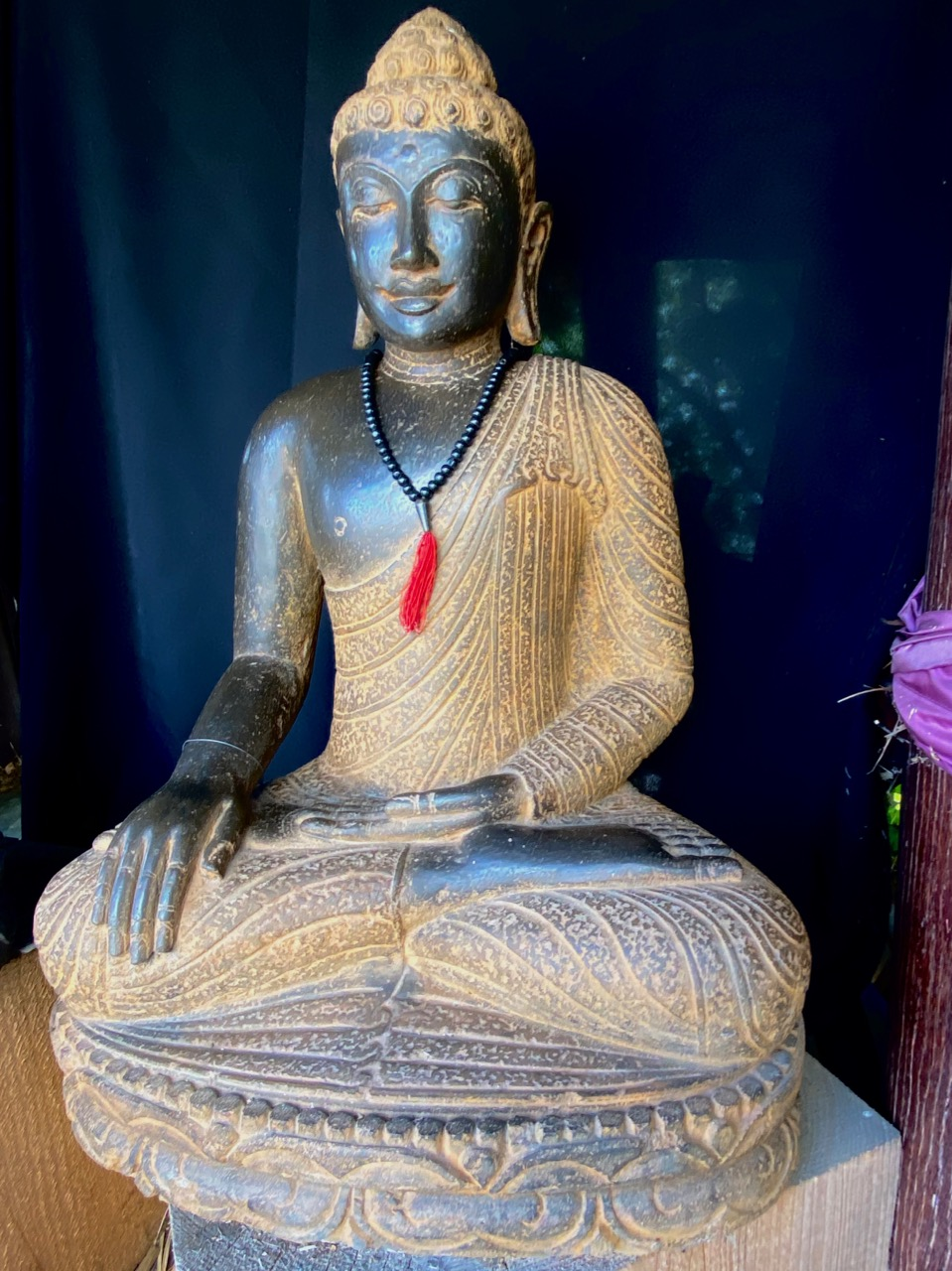 Buddhaskulptur Flussstein