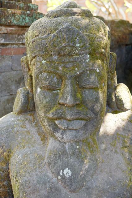 monumentale Steinfigur König Raja