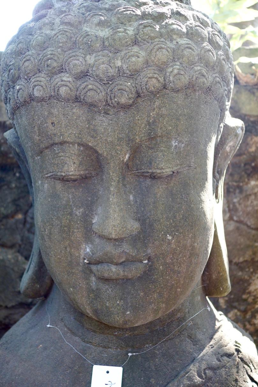 Buddhabüste aus Stein