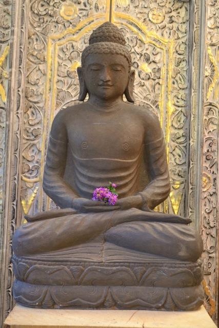 Buddha Kunst aus Stein von Hand geschlagen