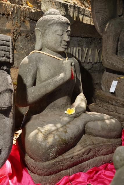 Buddhafiguren für den Garten