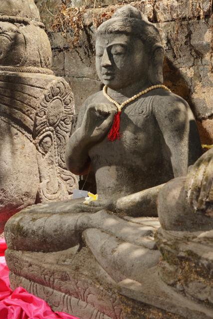 Buddhaskulptur für den heimischen Garten