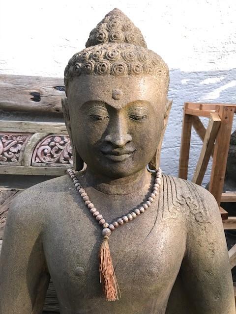 Flussstein Buddhaskulptur