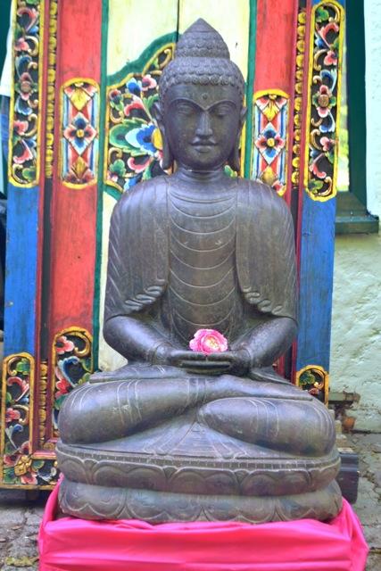 Buddhafigur aus Lavastein