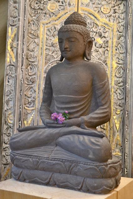 Antiker Buddha Steinstatue