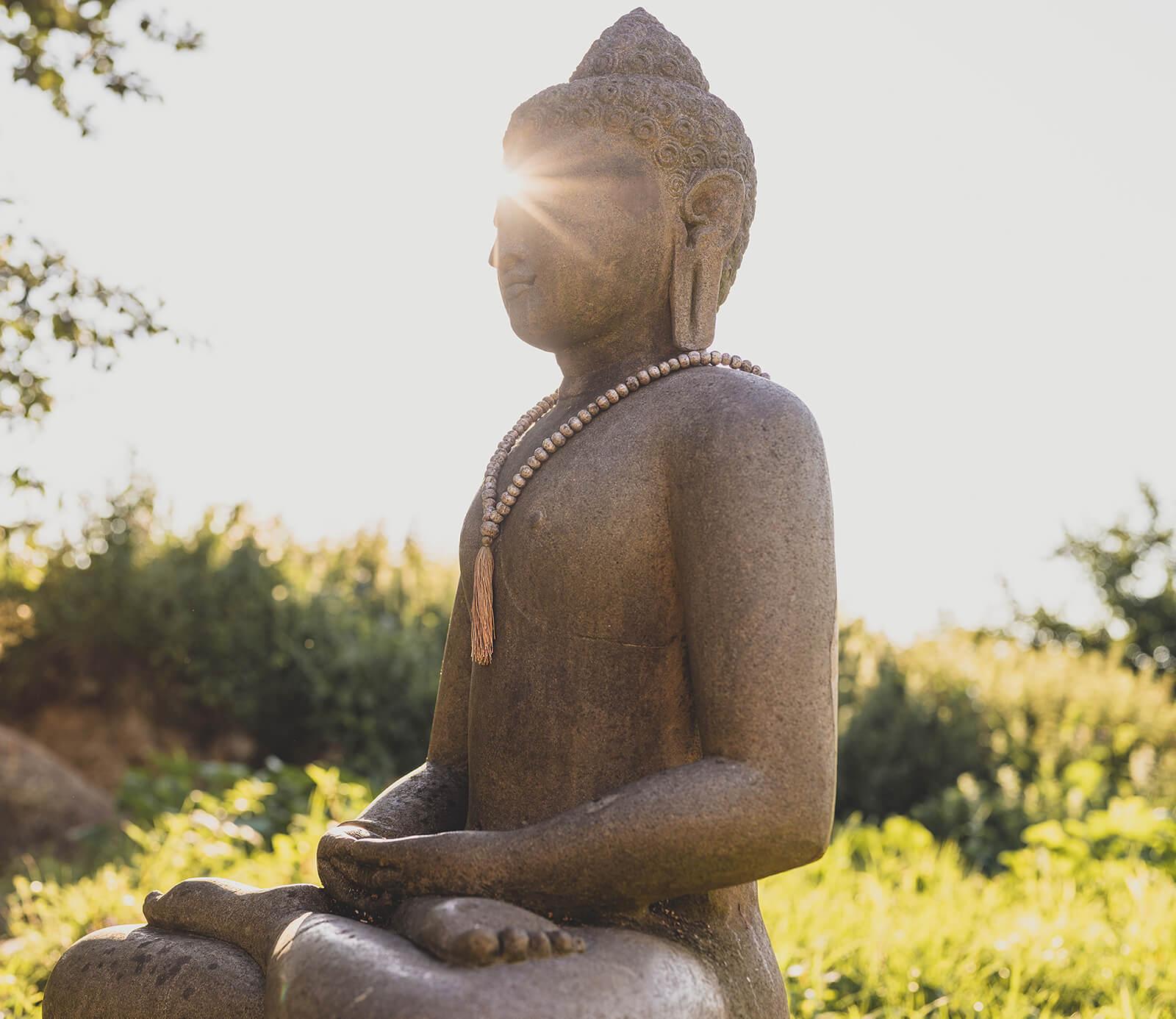 Monsoon Buddhas verzaubert von der Patina und Energie des Monsoons