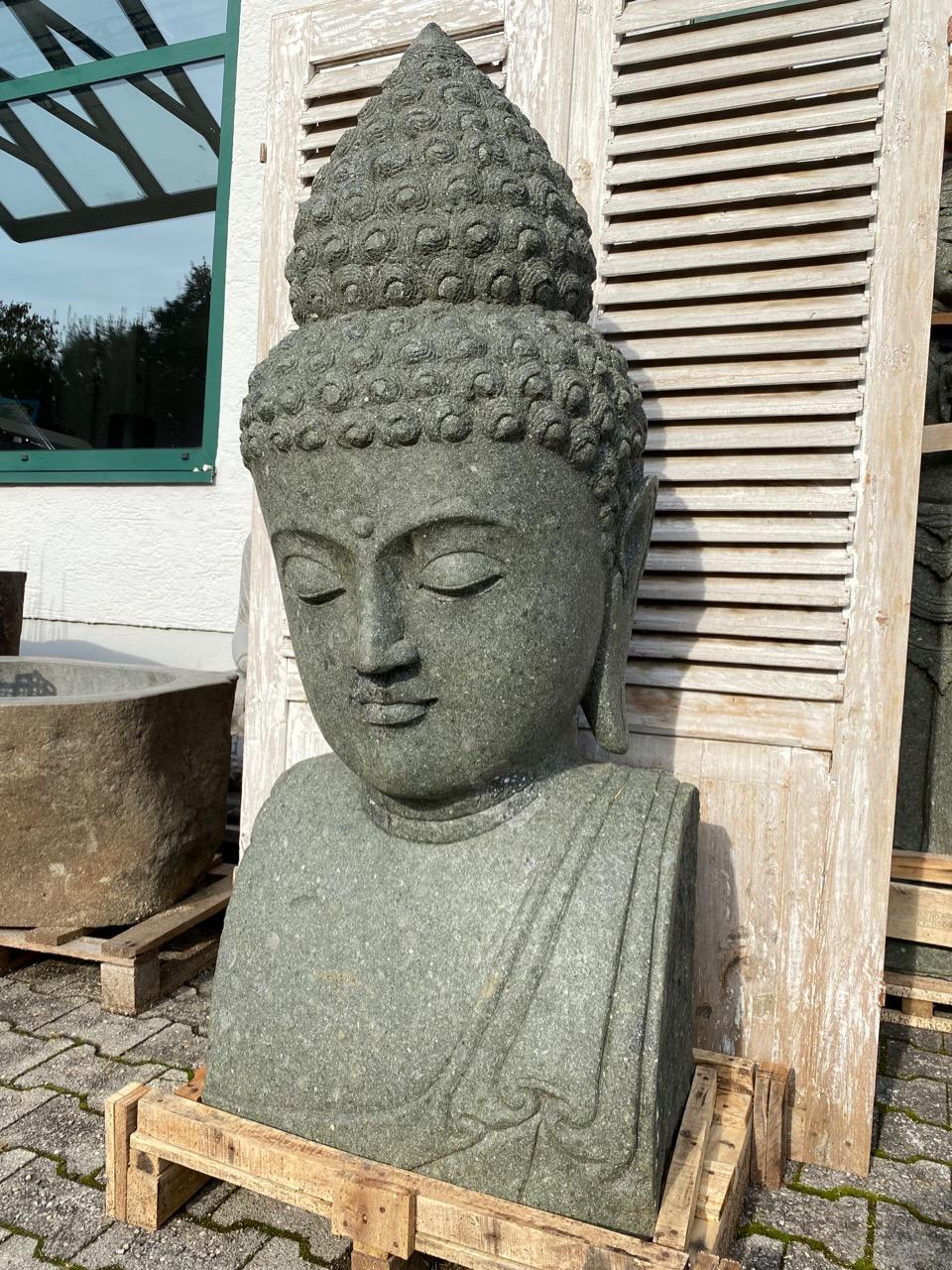 große Steinfigur Buddhabüste