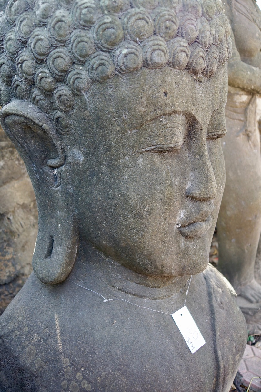 große Steinbüste Buddha