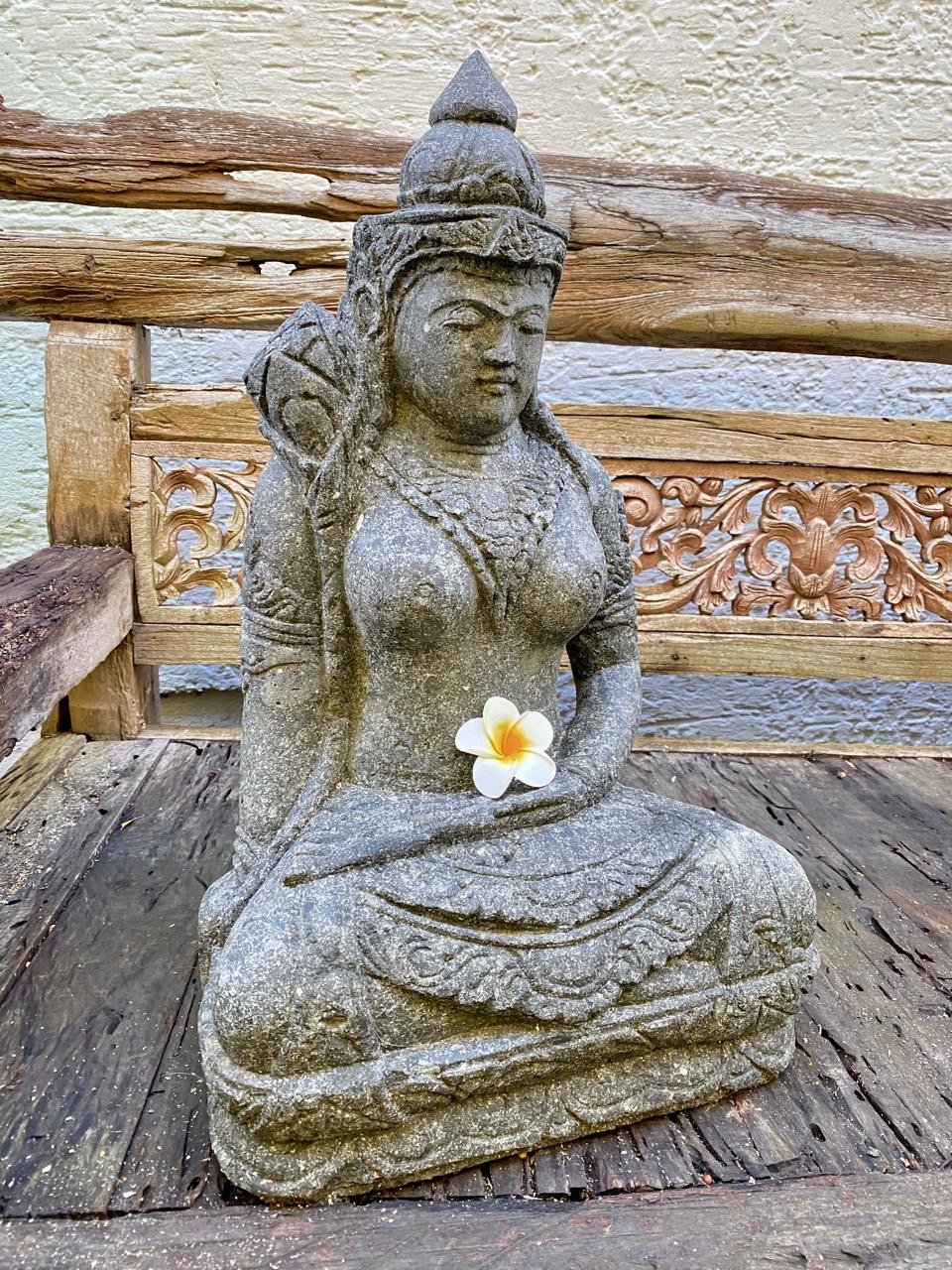 Göttin Dewi Steinskulptur 62 cm