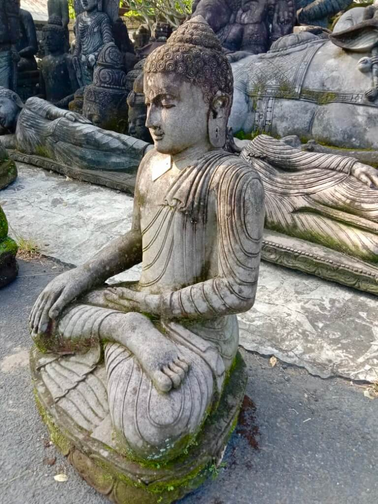 Buddha sitzend mit Naturpatina 103 cm