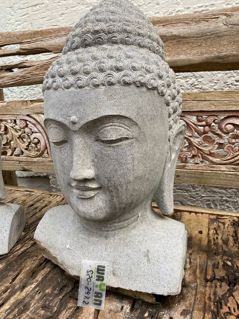 Buddhakopf heller Flussstein 62 cm
