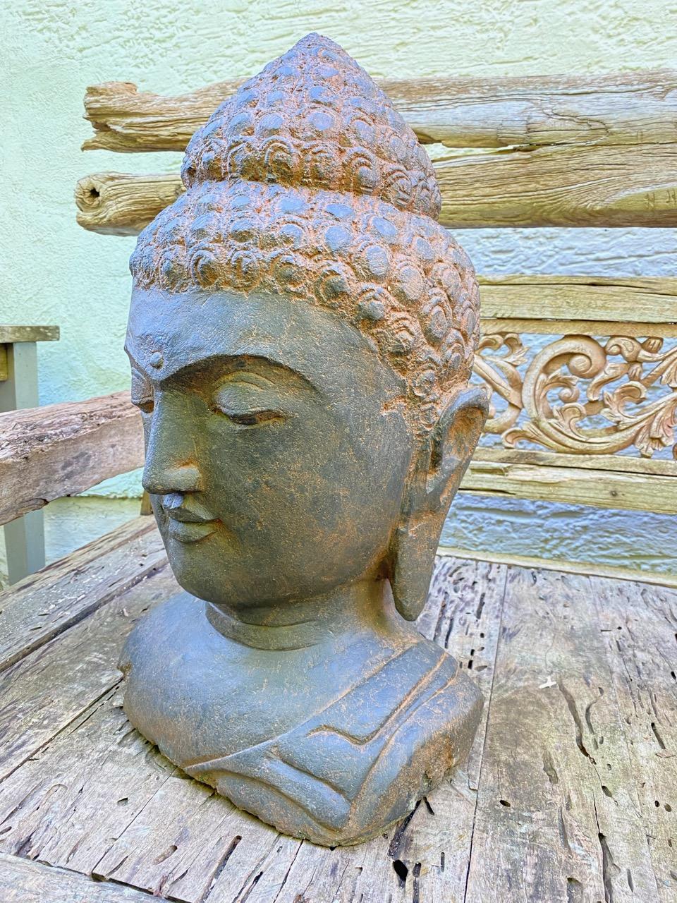Buddhakopf aus Stein