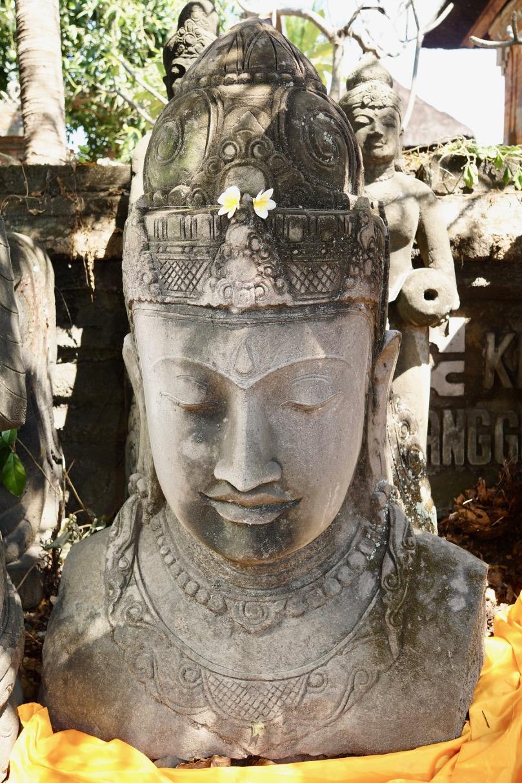 Steinbüste der Göttin Dewi