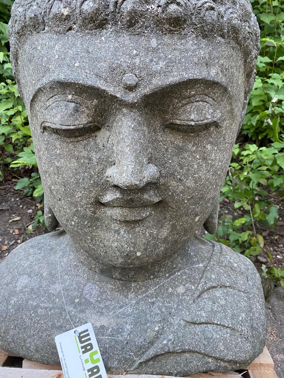Buddhabüste milde lächelnd