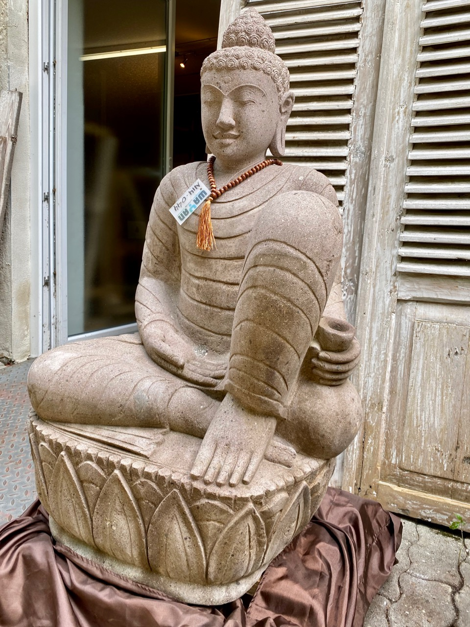 Relax Buddha Rose auf den Lotusblättern 100 cm