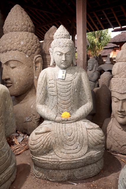 Buddha mit schönem Gewand