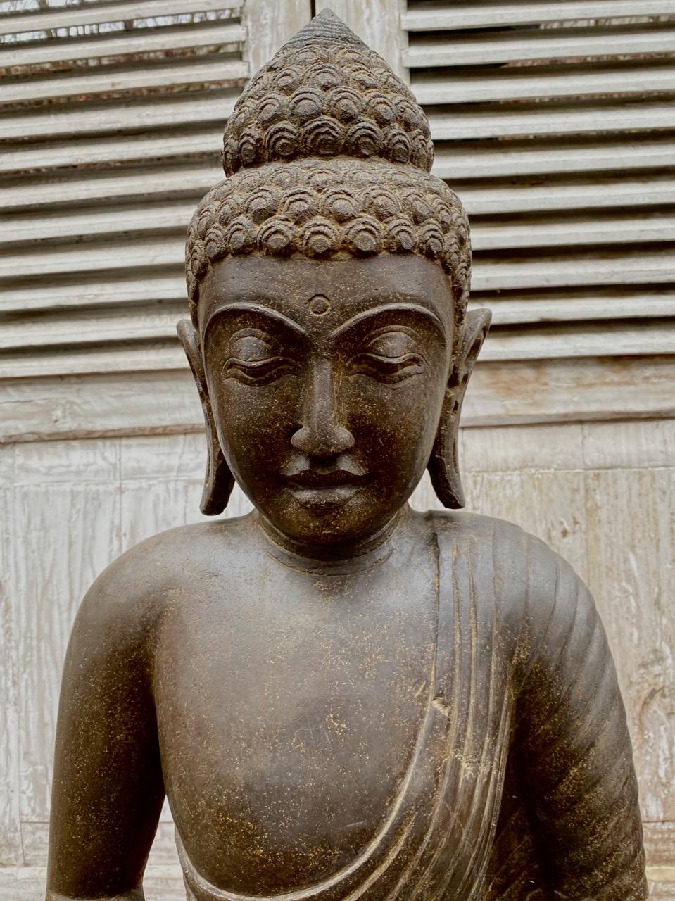 Meditierender antik Buddha Riverstone 81 cm
