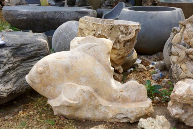 Fisch aus massivem Marmorstein geschlagen 135 cm
