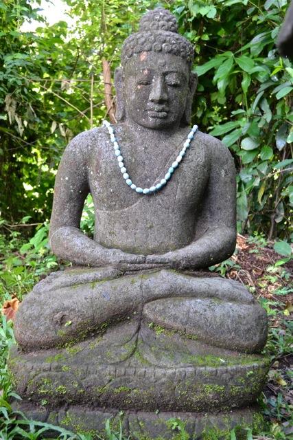 Monsoon Buddha Statue aus Stein für den Garten