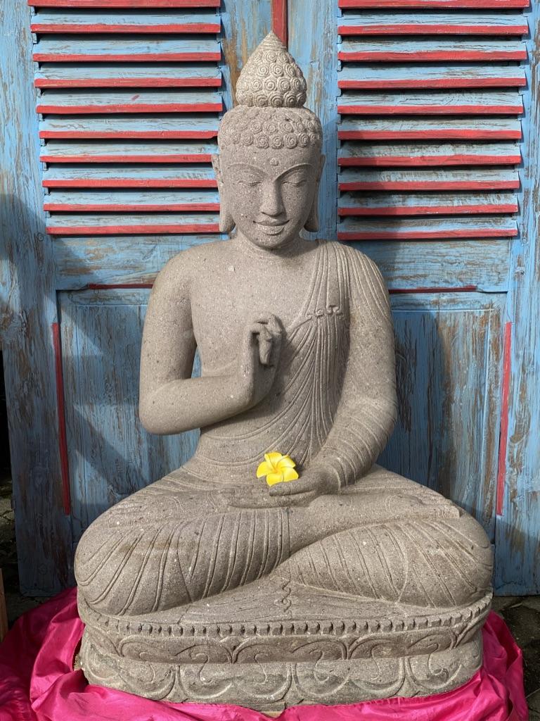 Buddhastatue aus weissem Lavastein 100 cm