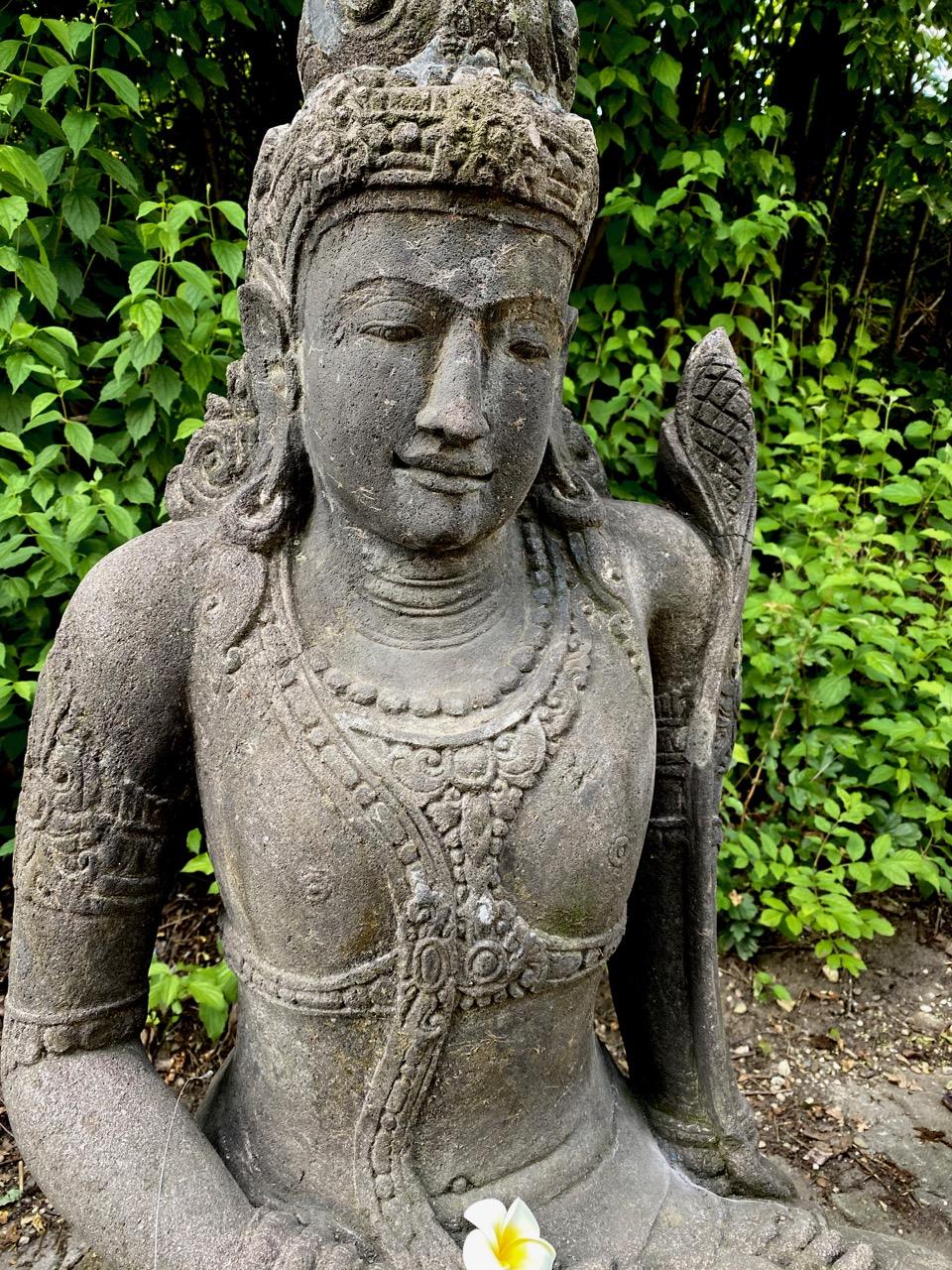 alte Dewi Steinstatue