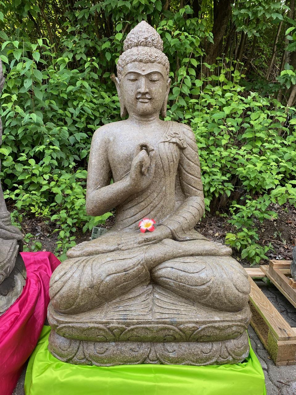 große Buddhafiguren aus Stein