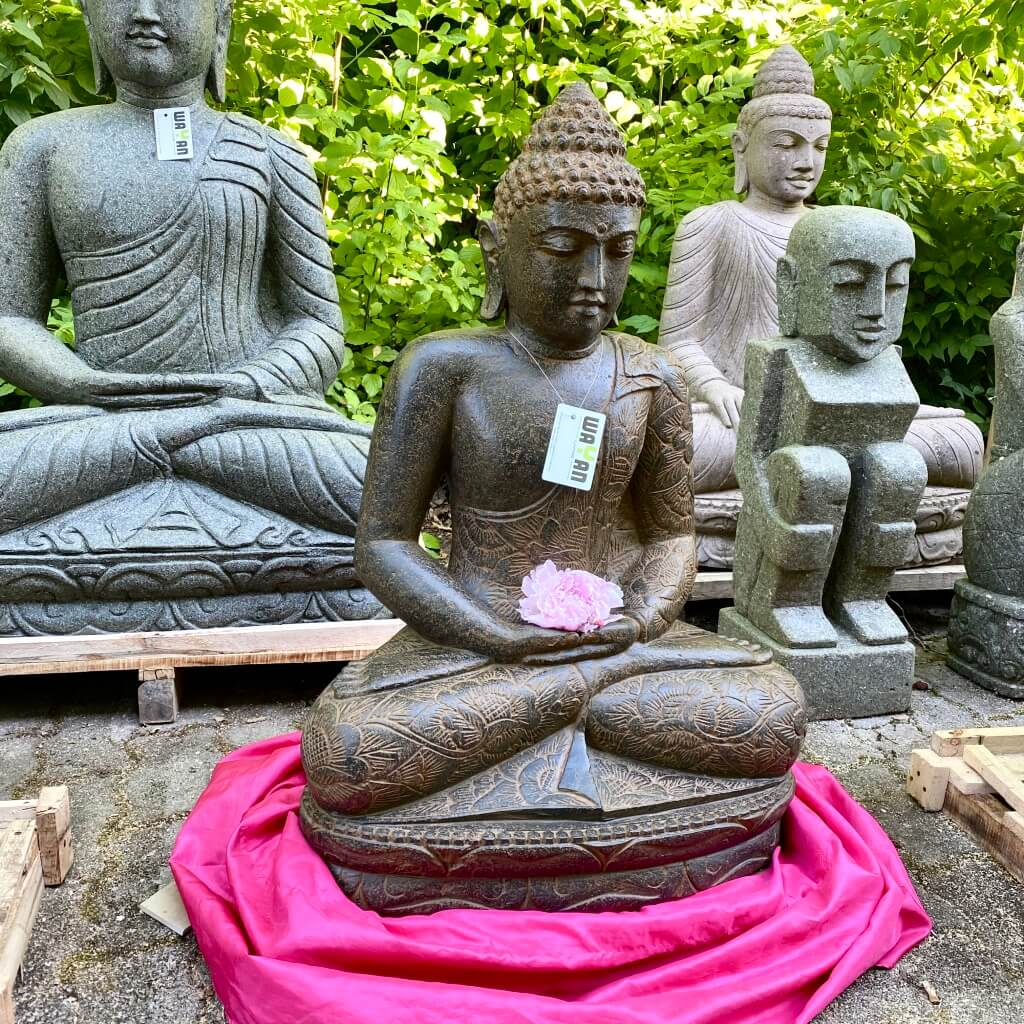 Buddhastatue echter Flussstein 87 cm