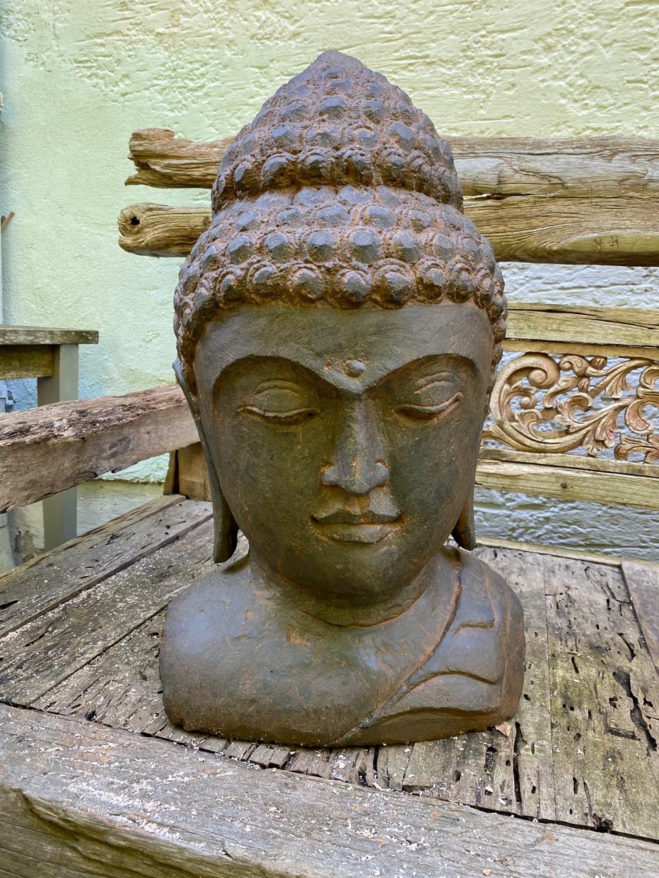 Buddhabüste aus Stein patiniert 62 cm