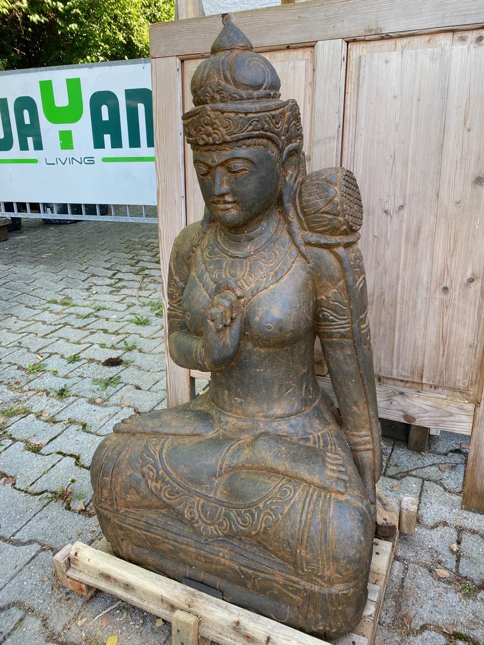 Gartenfigur Dewi aus Stein 101 cm