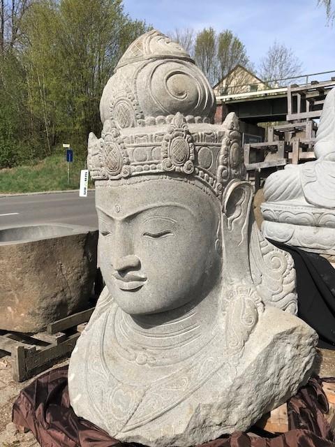 weisse Steinfiguren Göttin Dewi